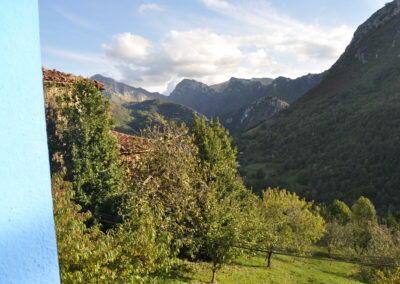 Paisaje valle de asturias abajo