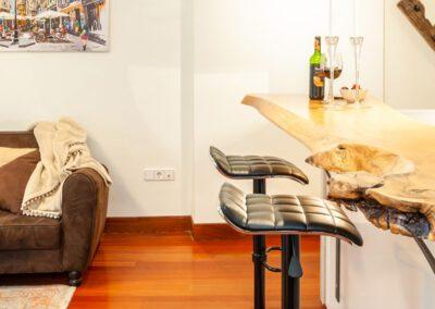 Alojamiento en Oviedo detalle barra y asientos