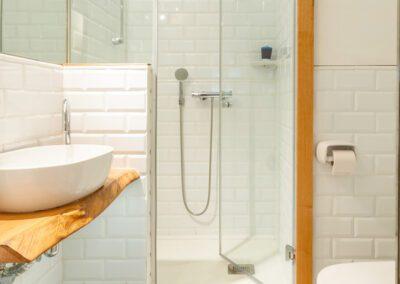 Loft en Oviedo baño con ducha