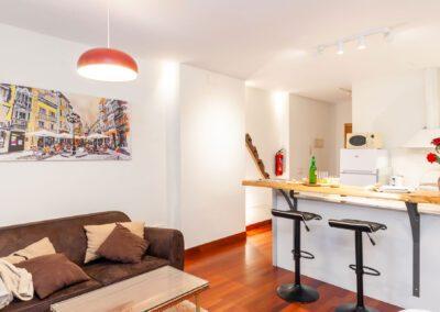 Apartamento en Oviedo entrada y barra